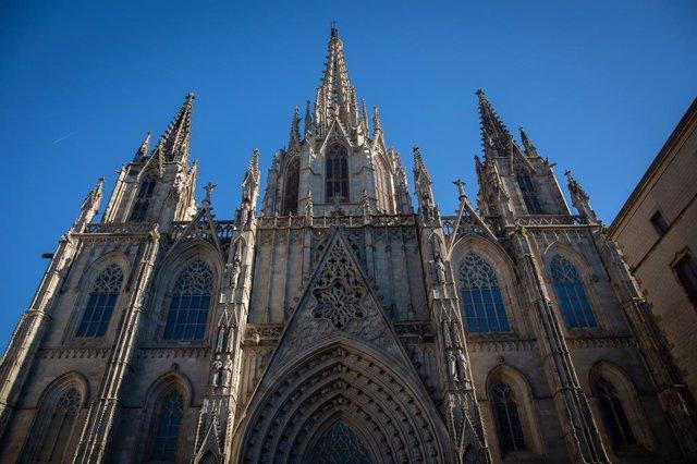Archivo - Arxiu - Façana de la catedral de Barcelona.