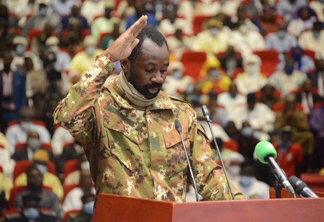 Archivo - El coronel Assimi Goita toma posesión como vicepresidente de transición de Malí en Bamako, Mali, el 25 de septiembre de 2020.