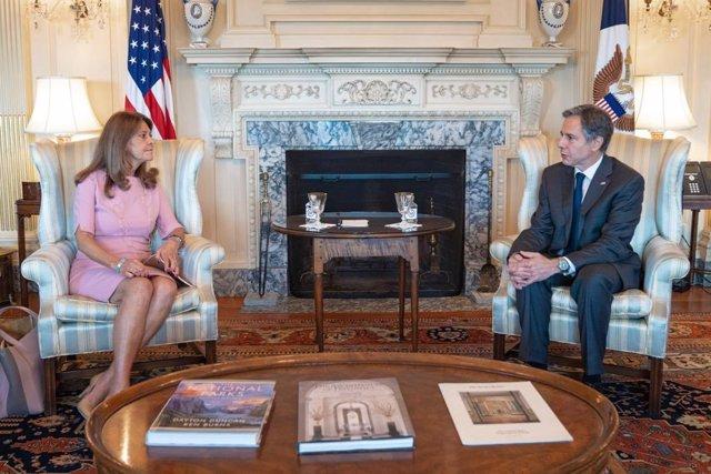 La vicepresidenta y ministra de Exteriores de Colombia, Marta Lucía Ramírez, y el secretario de Estado de Estados Unidos, Antony Blinken, en una reunión en Washington.