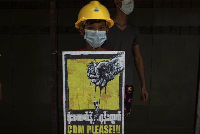 Archivo - Protesta contra la junta militar en Rangún