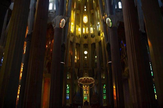 Archivo - Arxiu - Interior de la catedral de la Sagrada Família que continua en obres, a Barcelona, Catalunya (Espanya), 16 de setembre del 2020