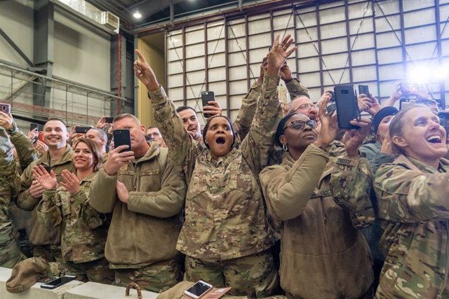 Archivo - November 28, 2019 - Bagram, Afghanistan: President Donald J. Trump visits troops at Bagram Airfield on Thursday, November 28, 2019, in Afghanistan, during a surprise visit to spend Thanksgiving with troops that included a short joint statement w