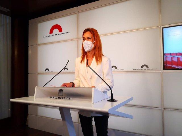 La líder dels comuns en el Parlament, Jéssica Albiach, en roda de premsa en el Parlament