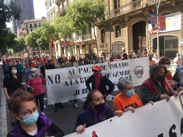Manifestació convocada per Marea Pensionista Catalunya a Barcelona.