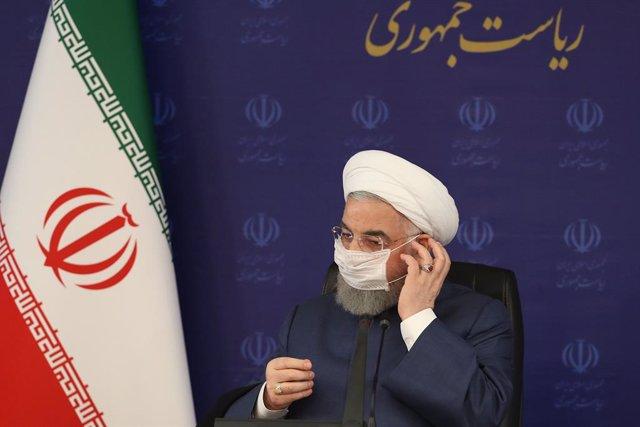 Archivo - El presidente iraní, Hasán Rohani, con mascarilla