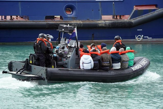 29 May 2021, United Kingdom, Dover: A group of people thought to be migrants are brought in to Dover, following a small boat incident in the English Channel earlier this morning. Photo: Andrew Matthews/PA Wire/dpa