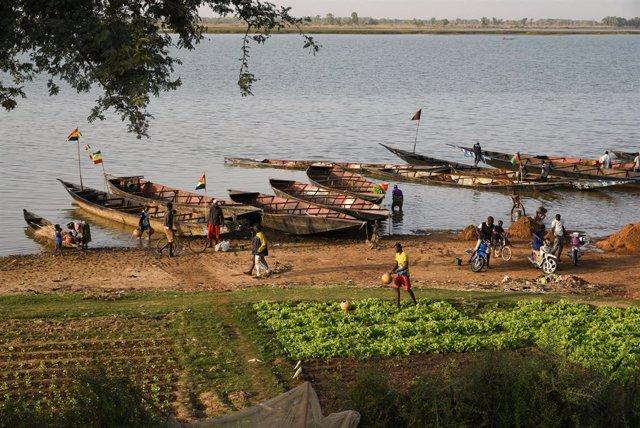 El riu el Níger al seu pas per la ciutat de Segou, a Mali.