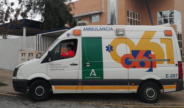 Archivo - Una ambulancia de EPES