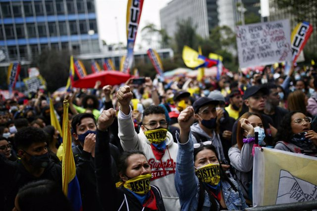 """28 May 2021, Colombia, Bogota: People wear face masks with word """"Resist"""" as they take part in a protest against the government of President Ivan Duque Marquez. Photo: Sergio Acero/colprensa/dpa"""