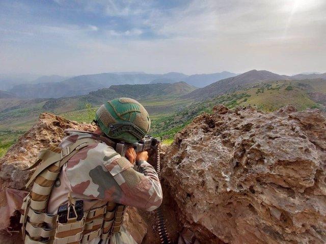 Un militar turco en una operación contra el PKK en el norte de Irak