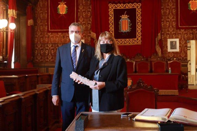 La consellera Natàlia Garriga, en una visita a l'Ajuntament de Tarragona juntament amb l'alcalde, Pau Ricomà