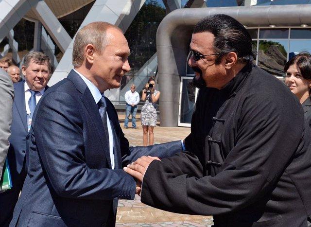 El presidente ruso, Vladimir Putin, y el actor estadounidense Steven Seagal