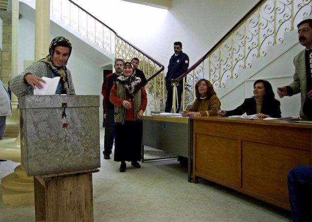 Archivo - Recurso - Elecciones en Chipre, en 2003