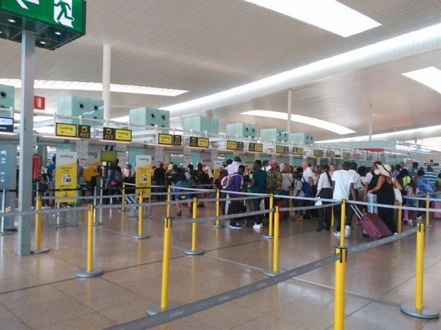 Archivo - Arxiu - Cues a l'Aeroport de Barcelona