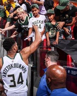 Giannis Antetokounmpo tras el encuentro entre Milwaukee Bucks y Miami Heat