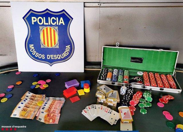 Els Mossos d'Esquadra desmantellen una partida il·legal de pòquer en Segur de Calafell (Tarragona)
