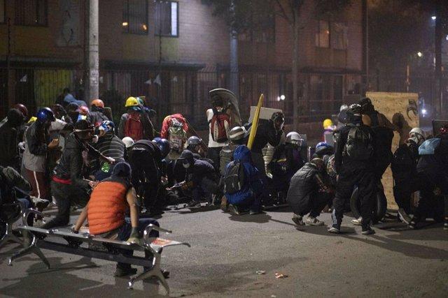 Enfrentamientos entre manifestantes y policías en Colombia