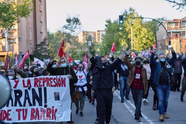Archivo - Manifestantes durante una manifestación convocada en Vallecas, a 16 de abril de 2021, en Madrid, (España).