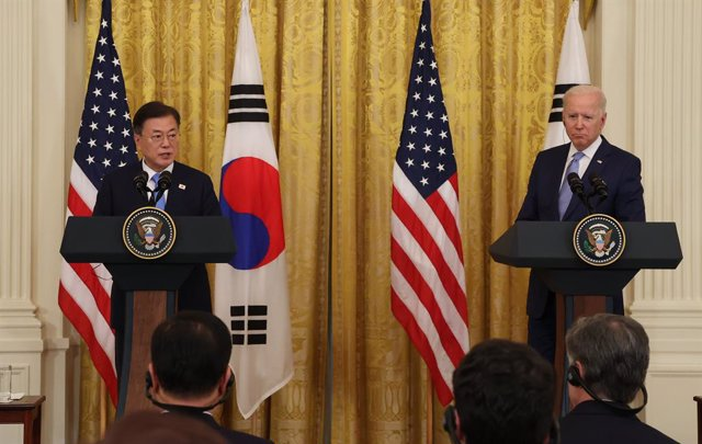 21 May 2021, US, Washington: USPresident Joe Biden (R) and South Korean President Moon Jae-in hold a joint press conference after their meeting at the White House. Photo: -/YNA/dpa