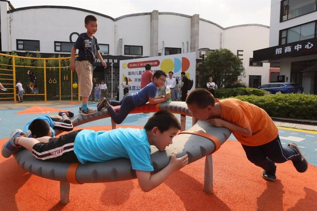 Niños en un parque de Shanghai, China