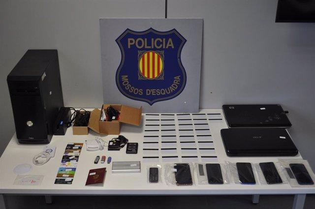 Tres detinguts per presumptament estafar més de 20.000 euros clonant targetes bancàries a Barcelona