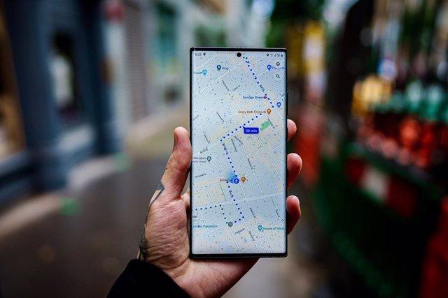 Archivo - Google Maps en un móvil Android.