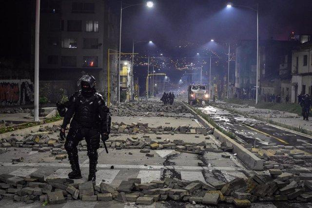 Un policía antidisturbios en Pasto, Colombia, durante las protestas contra el Gobierno de Iván Duque.
