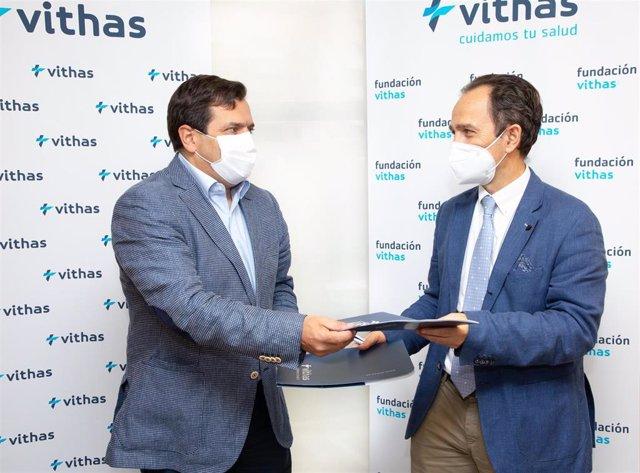 De izqda. A dcha. : el doctor Pedro Rico, director general de Vithas y presidente de la Fundación Vithas; y el doctor José Rubio, presidente de Surg For All y profesional de Vithas Valencia 9 de Octubre.