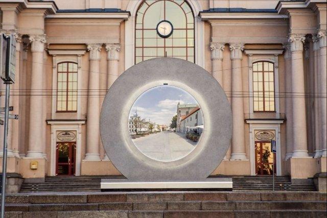 Imagen del portal instalado en Vilna (Lituania)