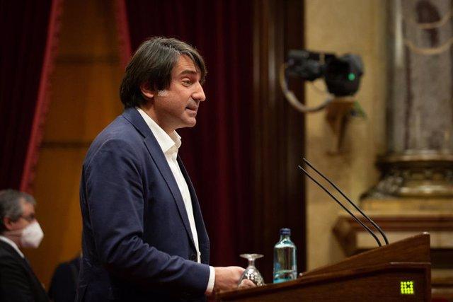 Archivo - Arxiu - El diputat de JxCat Francesc Dalmases intervé en la Diputació Permanent del Parlament.