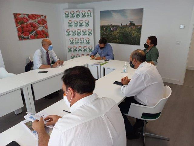 Reunión del candidato a las primarias del PSOE-A Luis Ángel Hierro con representantes de UPA Andalucía.