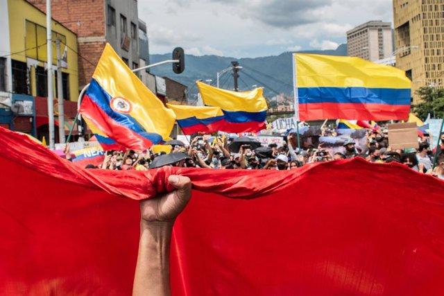 MAnifestación durante el paro nacional en Medellín, Colombia