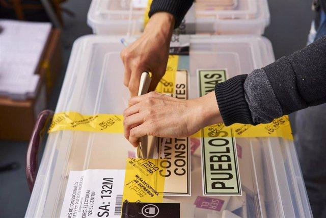 Archivo - Imagen de las elecciones a constituyentes en Chile