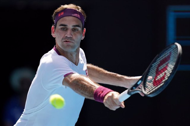 Archivo - Roger Federer of Switzerland plays a return shot during his fifth round match against Tennys Sandgren of the USA on day nine of the Australian Open tennis tournament at Rod Laver Arena in Melbourne, Tuesday, January 28, 2020. (AAP Image/Michael