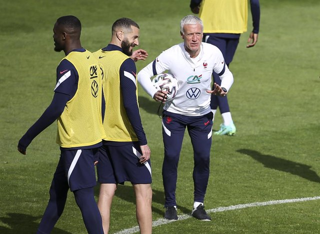 Karim Benzema, coach of Team France Didier Deschamps during the training session of the French team in preparation of the UEFA Euro 2020, on May 27, 2021 at CNF Clairefontaine in Clairefontaine-en-Yvelines, France - Photo Jean Catuffe / DPPI