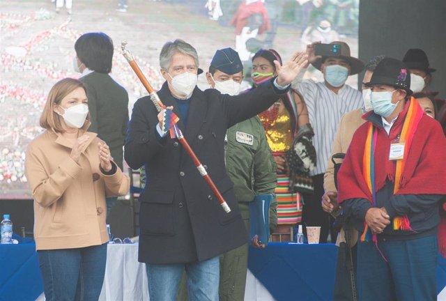 El presidente de Ecuador, Guillermo Lasso, en un acto con indígenas.