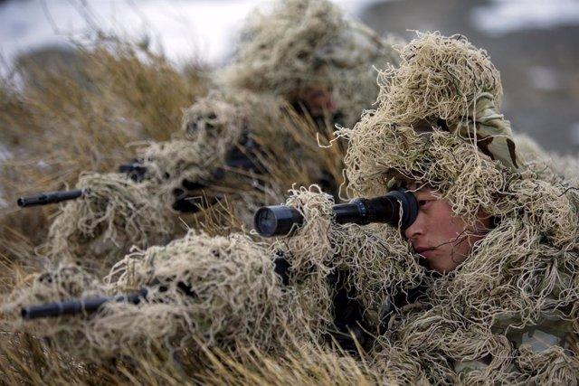 Archivo - Soldados en Xinjiang