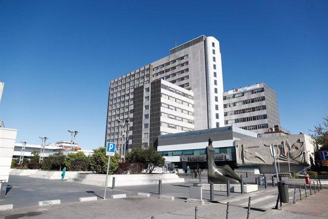 Archivo - Fachada del Hospital La Paz.