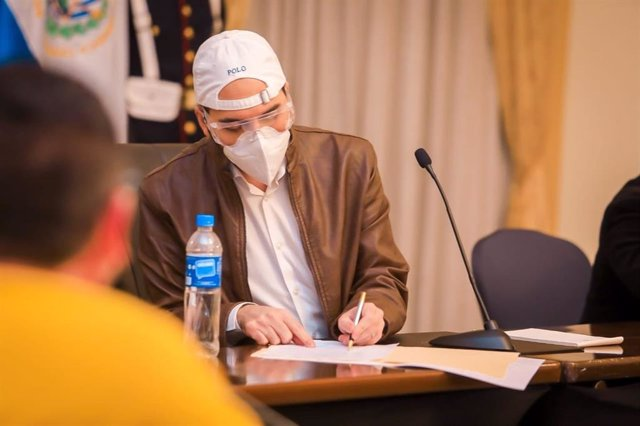 Archivo - El presidente de El Salvador, Nayib Bukele, durante la pandemia de coronavirus