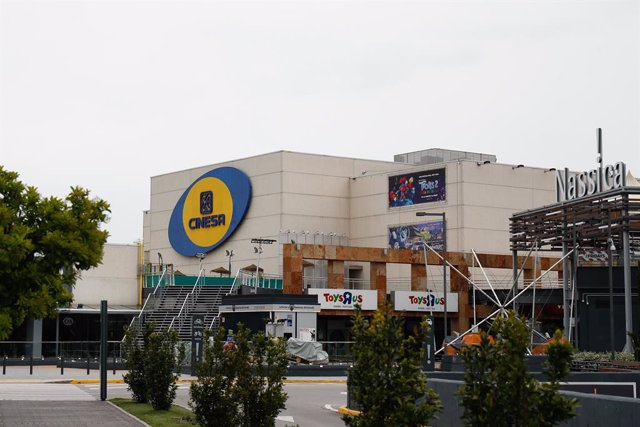 Archivo - Los cines Cinesa del Centro Comercial Nassica inusualmente cerrados durante el Jueves Santo marcado por el confinamiento impuesto por el Estado de Alarma provocado por el coronavirus, COVID19. En Madrid (España) a 9 de abril de 2020.