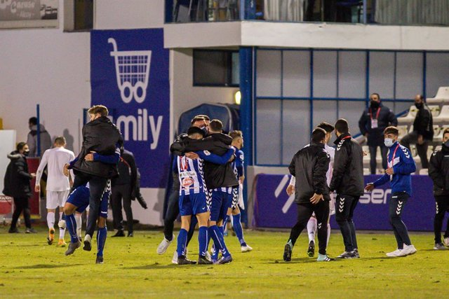 Archivo - Players of Alcoyano celebrate the victory after the spanish cup, Copa del Rey football match played between CD Alcoyano and Real Madrid at El Collao stadium on January 20, 2021 in Alcoy, Alicante, Spain.