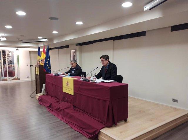 L'ambaixador d'Espanya a Andorra, Àngel Ros, i el director de l'Institut Cervantes, Luis García Montero, en una conferència a la seu de l'ambaixada