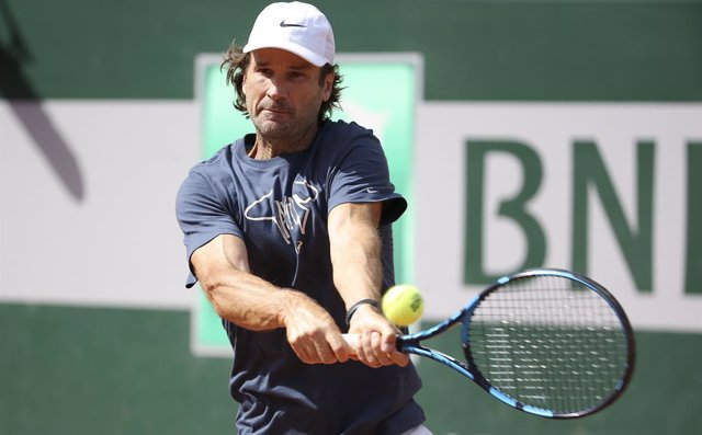 Carlos Moya of Spain, coach of Rafael Nadal of Spain during practice ahead of the French Open 2021, a Grand Slam tennis tournament at Roland-Garros stadium on May 29, 2021 in Paris, France - Photo Jean Catuffe / DPPI