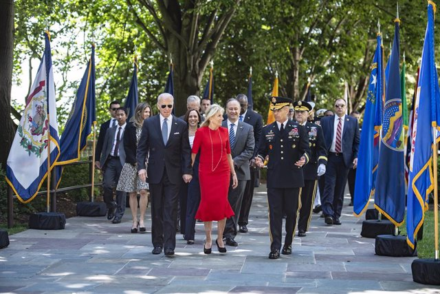 31 May 2021, US, Arlington County: USPresident Joe Biden (L) walks with First Lady Jill and US Army Major General Omar J. Jones IV (R) for the National Memorial Day Observance at Arlington National Cemetery, Virginia in the presence of  Vice President Ka
