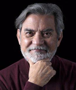 """El escritor y exministro costarricense de Cultura Carlos Echeverría presenta su libro """"Salvación: Estrategias personales ante el cambio climático"""""""