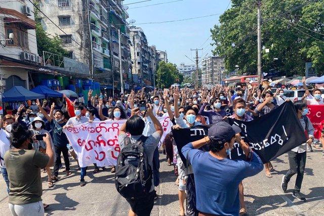 Manifestación contra la junta militar de Birmania en Rangún