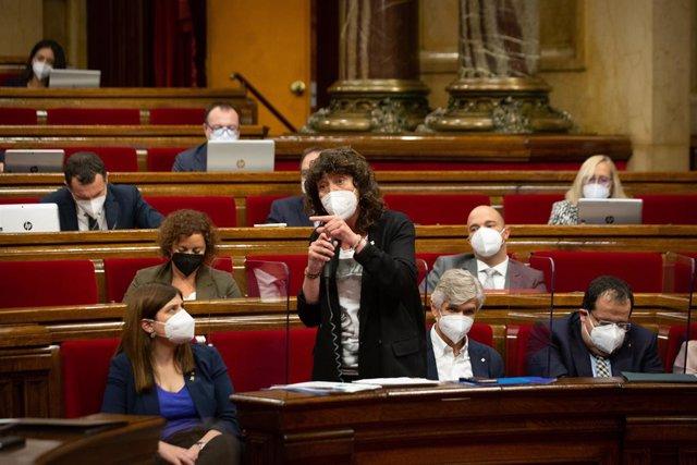 La consellera d'Acció Climàtica, Alimentació i Agenda Rural de la Generalitat, Teresa Jordà, en el ple del Parlament el 2 de juny del 2021.