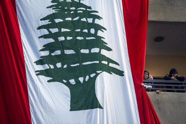 Bandera de Líbano en un acto de Hezbolá en Haret Hreik