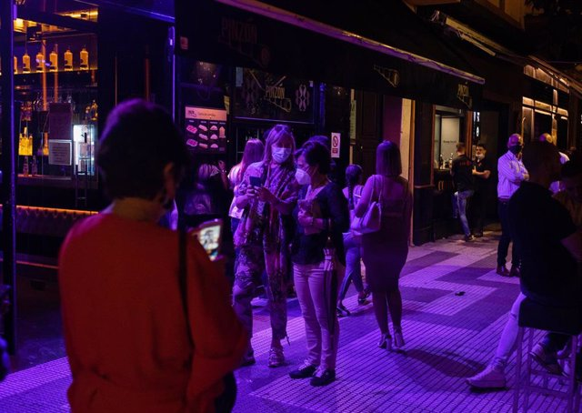 Terrazas de bares de copas en la primera noche sin toque de queda tras el fin del estado de alarma, a 09 de mayo de 2021, en Sevilla