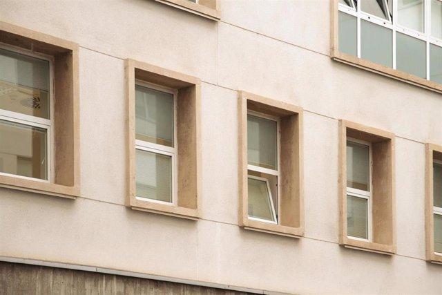 Ventanas del Hospital de San Millán-San Pedro donde declara por videoconferencia el líder del Frente Polisario, Brahim Ghali, a 1 de junio de 2021, en Logroño, La Rioja, (España). Ghali, quien se encuentra ingresado en el hospital de Logroño contagiado po